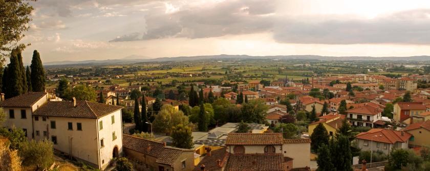 Tuscan landscape from Castiglion Fiorentino. Tuscany, Italy. (2013)
